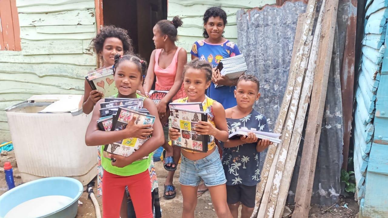 50 Dominican kids urgently need school supplies