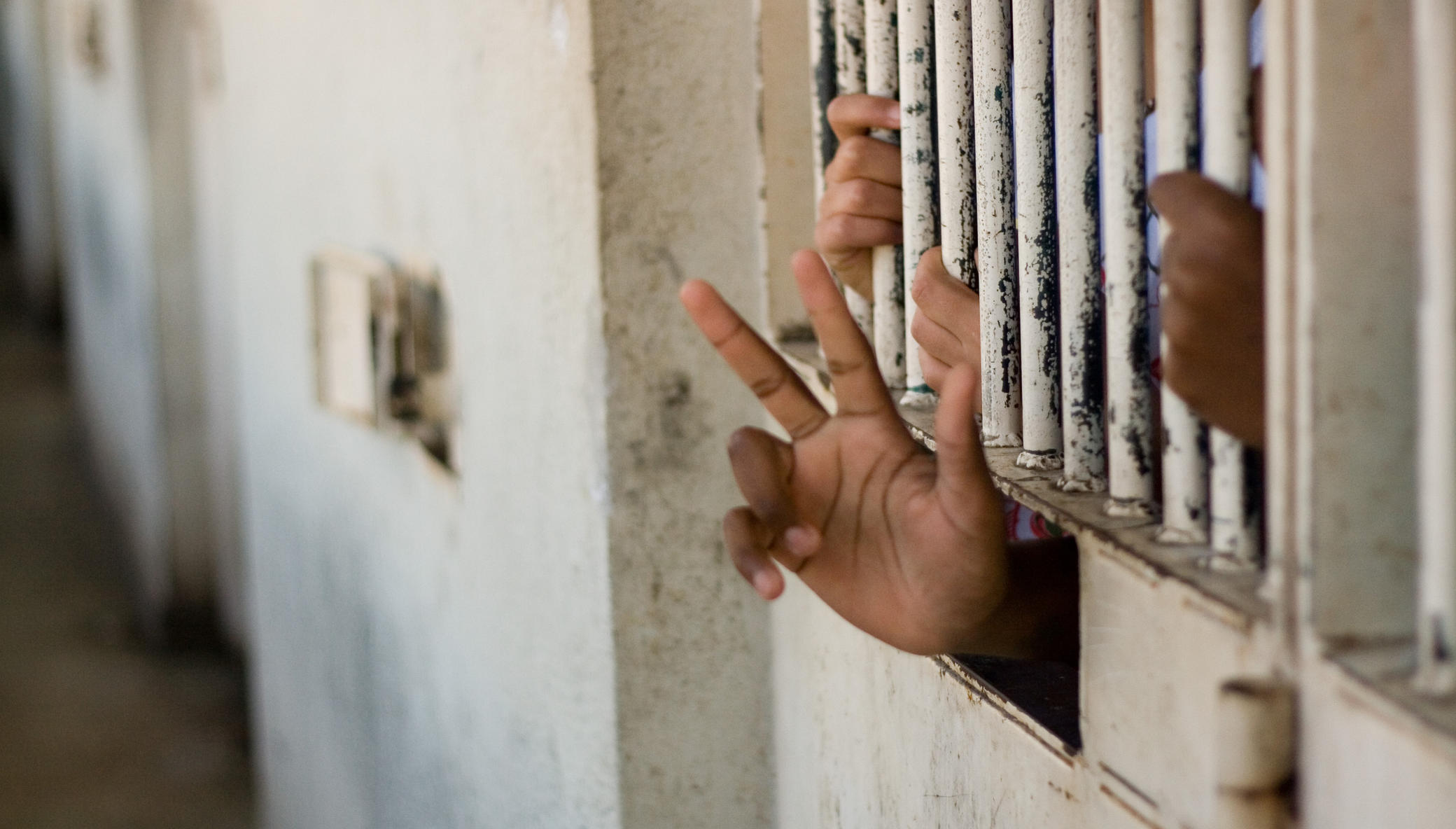 Help 250 children in prison in Burundi + Cambodia